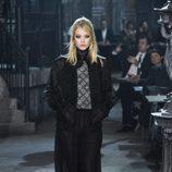 Conjunto negro plisado de la colección 'Métiers d'Art Paris à Rome 2015/2016' de Chanel