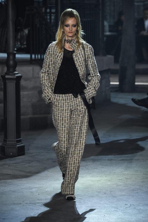 Traje pantalon tweed de la colección 'Métiers d'Art Paris à Rome 2015/2016' de Chanel
