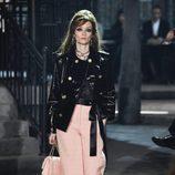 Pantalón palazzo rosa cuarzo de la colección 'Métiers d'Art Paris à Rome 2015/2016' de Chanel