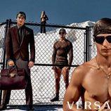Modelos masculinos con traje para Versace primavera/verano 2016
