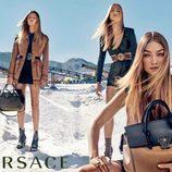 Natasha Poly, Raquel Zimmermann y Gigi Hadid con trajes para Versace primavera/verano 2016