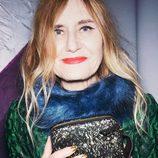 Helene Billgren con stola azul y bolso strass para 'The Dinner Party' de &Other Stories temporada otoño/invierno 2015