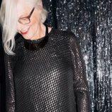 Jans Possel con vestido de manga larga negro y tachas para 'The Dinner Party' de &Other Stories