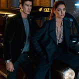 Modelos con traje sastre oscuros de Massimo Dutti AW 2015