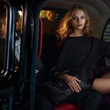 Modelo con vestido midi negro con media manga de Massimo Dutti AW 2015