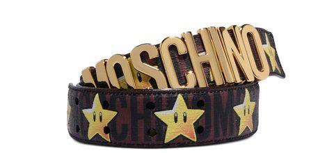 Cinturón marrón con logo y Starman de 'Super Moschino' AW 15