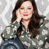 Melissa McCarthy con blusa satén en verde para 'Seven7'
