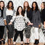 Melissa McCarthy con modelos y blusa satén para 'Seven7'
