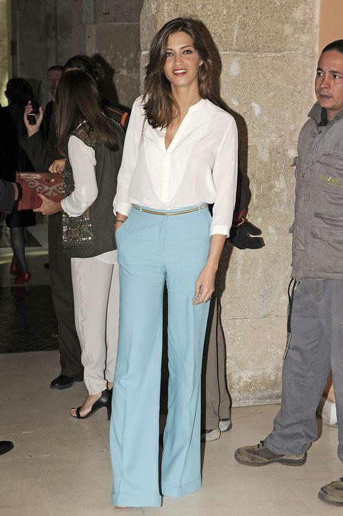 Sara Carbonero con pantalones palazzo en color serenity