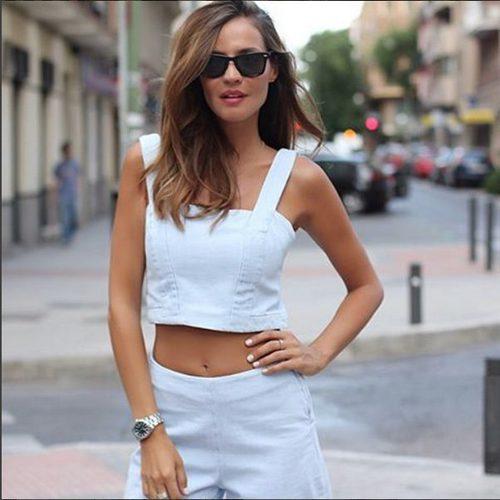 Silvia Zamora (Lady Addict) con conjunto croptop y pantalón en color serenity