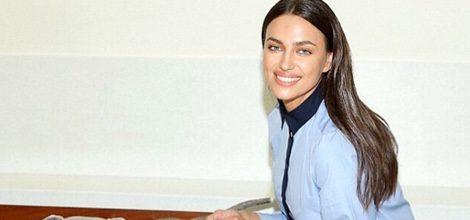 Irina Shayk con blusa en color serenity