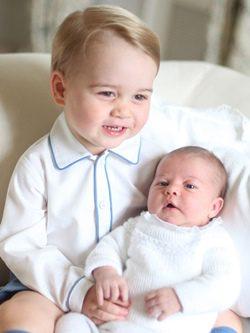 Los príncipes Jorge y Carlota de Cambridge vestidos con moda española