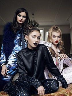 Iris Law con pijama negro de seda de 'Illustrated People for Violetta Fancies'