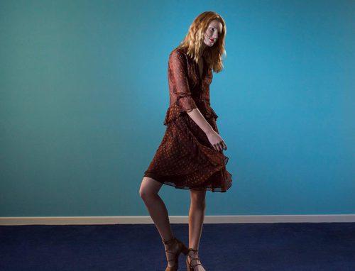 Vestido estilo boho en tonos marrones de la colección 'Espejismo de verano' de Adolfo Dominguez