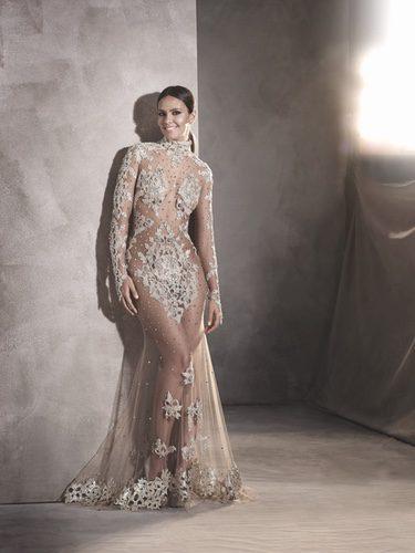 Cristina Pedroche deslumbra con vestido de Pronovias en las Campanadas 2016