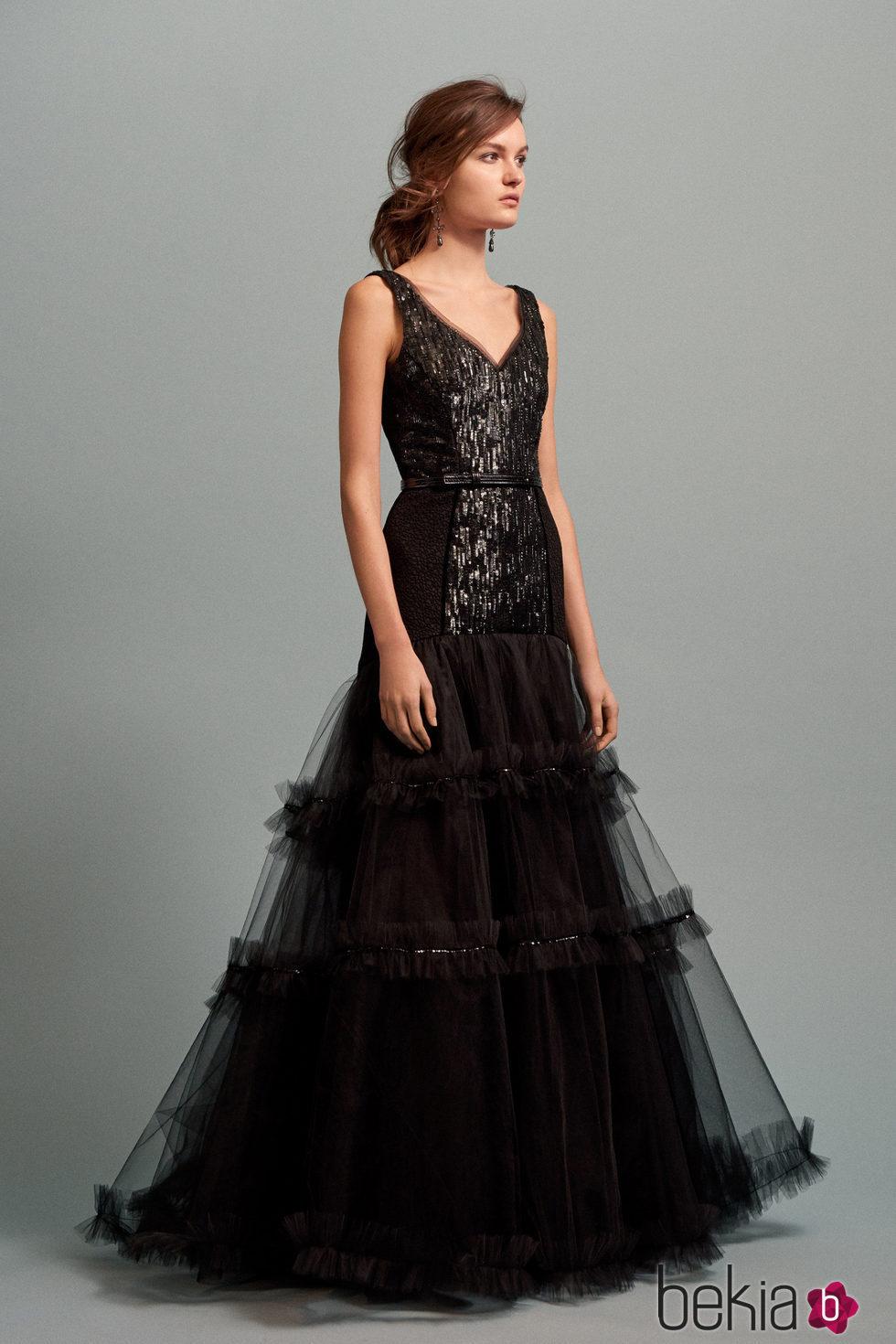 1c49389a7 Anterior Vestido de gala negro con falda con capas de tul de la colección  Pre-Fall
