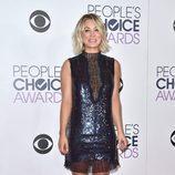 Kaley Cuoco con un vestido de Manning Cartell en los People's Choice Awards 2016