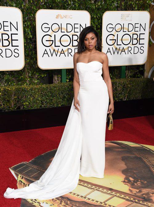 Taraji P Henson con vestido blanco de capa de Stella McCartney