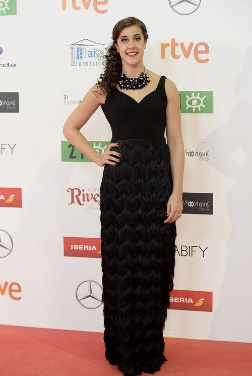 Carolina Marín con vestido recto negro con flecos geométricos