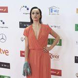 Andrea Trepat con vestido largo amplio en tono pastel