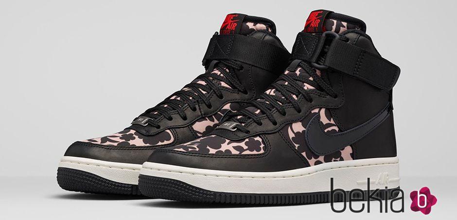 Zapatillas deportivas con estampado 'cameo' de la colección colaborativa Liberty London x Nike