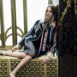 Shasa Pivovarova con blazer de rayas verticales de Prada