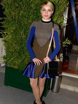 Miranda Makaroff con vestido ajustado y estampado geométrico de Stella McCartney