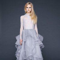 Vestido con encaje Chantilly y falda alta de gasa de Reem-Acra