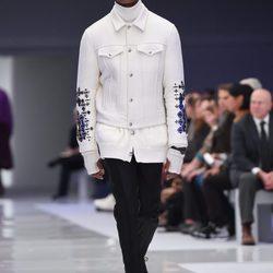 Desfile de Versace en la semana de la moda de Milán presentando la temporada otoño/invierno 2016/2017