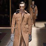 Maxi abrigo de ante marrón con doble botonadura para Prada