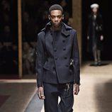 Abrigo negro con doble botonadura para Prada