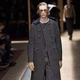 Maxi abrigo vaquero en negro en clave trench para Prada