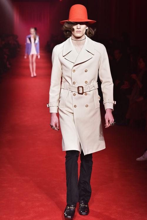 Abrigo camel de estilo trench con sombrero XXL naranja para Gucci