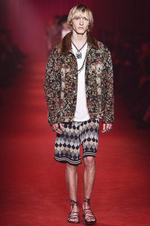 Chaqueta con estampado floral y bermudas geométricas para Gucci
