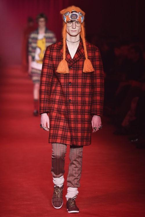 Maxi abrigo cruzado en cuadros Madras con gorro de trenzas para Gucci