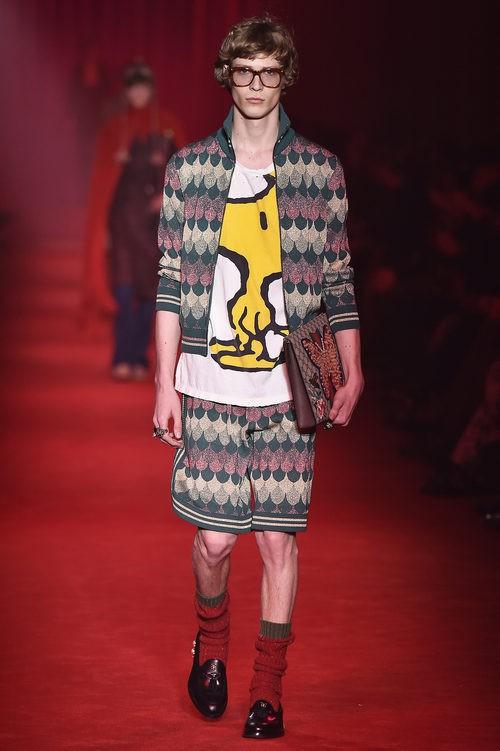 Conjunto con estampado geométrico y camiseta con dibujo Woodstock (Emilio) para Gucci