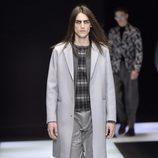 Abrigo largo liso gris con jersey con estampado geométrico para Armani
