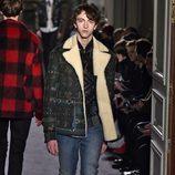 Abrigo con estampado étnico y forro de lana para Valentino en la semana de la moda de París para la temporada otoño/invierno 2016/2017