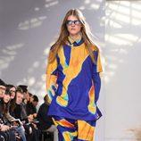 Look psicodélico para Issey Miyake en la semana de la moda de París para la temporada otoño/invierno 2016/2017