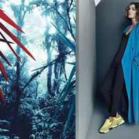 Maxi abrigo azul con deportivas amarillas de Pinko para Primavera/Verano 2016