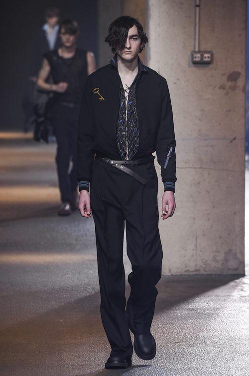 Camisa con detalles engarzados de Lanvin en la semana de la moda de París para la temporada Otoño/Invierno 2016/2017