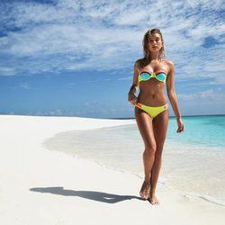 Hailey Baldwin es la nueva imagen de la colección de bikinis 'Missy' de Triangl