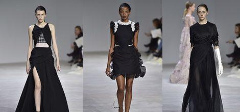 Vestido largo negro con falda abierta de Giambattista Valli en la semana de Alta Costura de París primavera/verano 2016