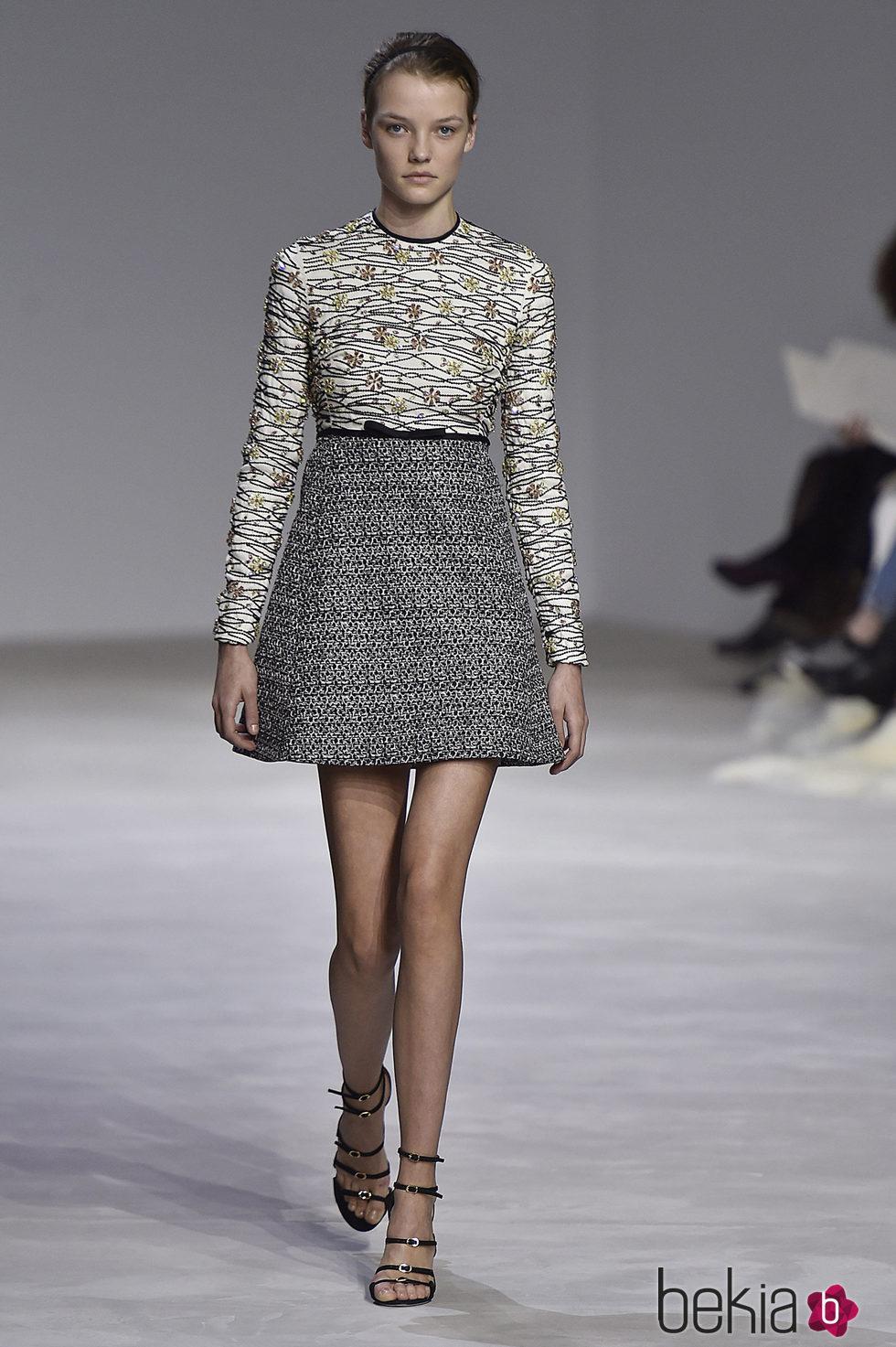 9942575222 Anterior Vestido corto estilo lady estampado de Giambattista Valli en la  semana de Alta Costura de París