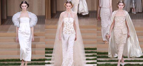 Vestido largo recto blanco con mangas abultadas de Chanel en la Semana de la Alta Costura de París primavera/verano 2016