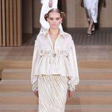 Conjunto brilli brilli con falda plisada de Chanel en la Semana de la Alta Costura de París primavera/verano 2016