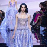Vestido con falda globo con transparencias de Armani en la Semana de la Moda de Alta Costura de París primavera/verano 2016