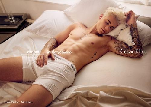 Justin Bieber con boxer blanco de Calvin Klein para la colección primavera/verano 2016