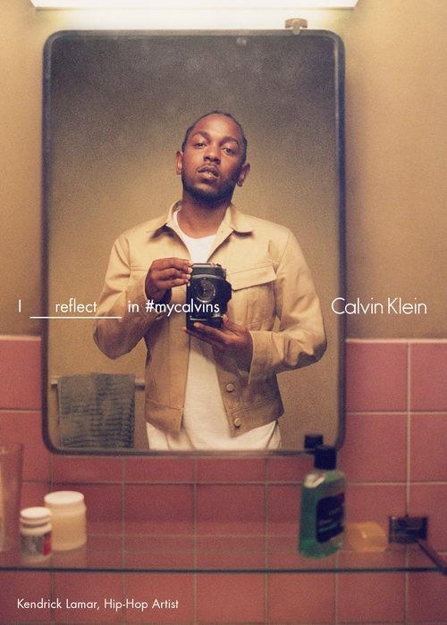 Kendrick Lamar con chaqueta beige de Calvin Klein para la colección primavera/verano 2016