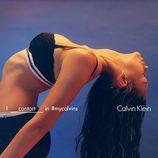 Sophia Tatum con conjunto lencero deportivo negro de encaje de Calvin Klein para la colección primavera/verano 2016
